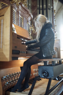 """ANNA VON HAUSSWOLFF ANNOUNCES """"ALL THOUGHTS FLY"""" A SOLO PIPE ORGAN TOUR OF EUROPE"""